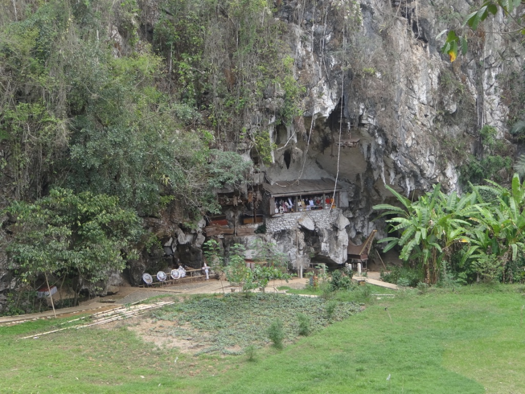 Tana Toraja: Felsengräber