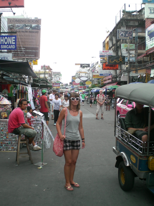 2009: Auf der Khao San Road, wo ich mir diese wunderschöne Sonnenbrille zugelegt hab *räusper*